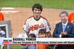 S. Korea's pioneer pitcher Park Chan-ho honored at retirement ceremony