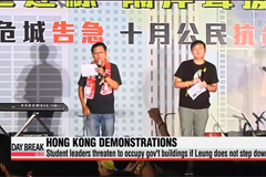 Student leaders in Hong Kong threaten to occupy gov't buildings if Leung does not step down