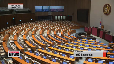 Last-minute negotiations between both parties continue at assembly over public-servant pension reform and Sewol-ho ordinances