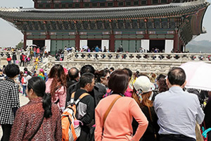 Chinese tourists at Gyeongbok Palace