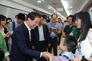 Seoul mayor meets Chinese tourists