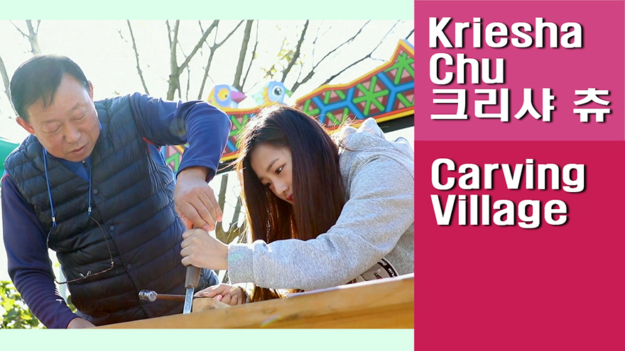 [Travel Agency] Michinseogak Carving Village, a large number of visitors come to try carving on woodblocks