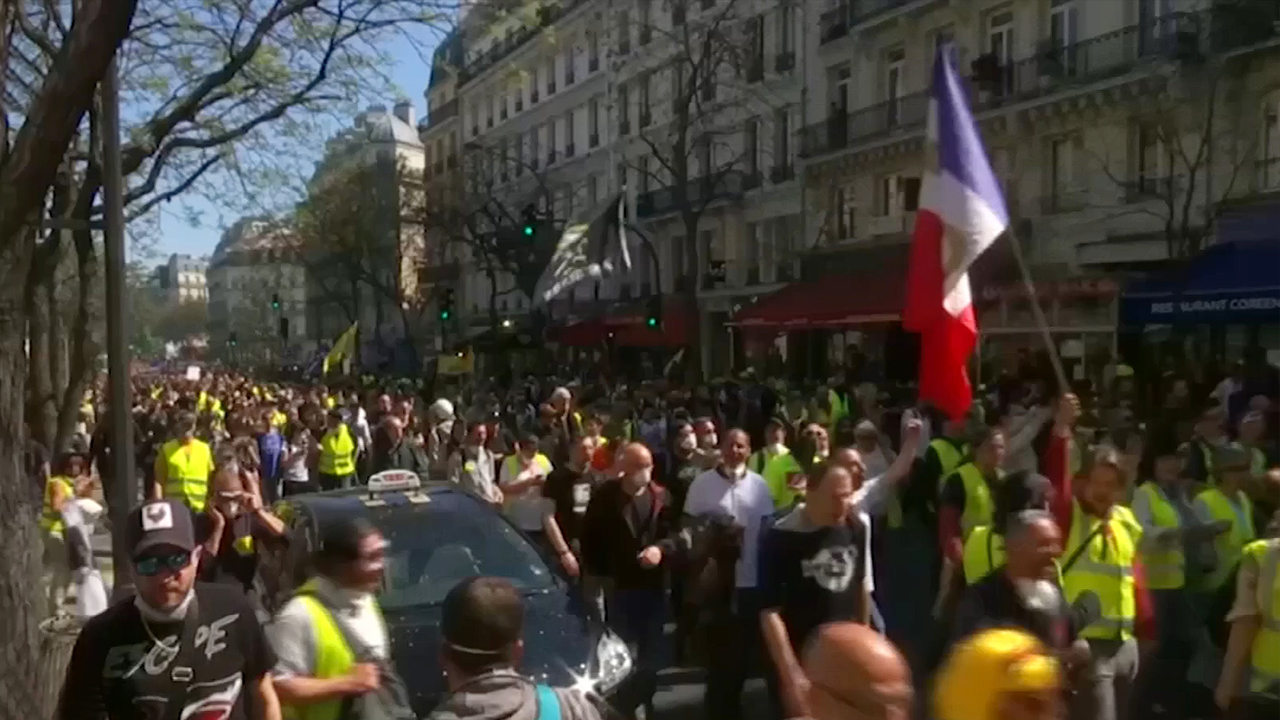 47-2 Yellow Vest Protesters Call out ¡®We Are All Cathedrals¡¯