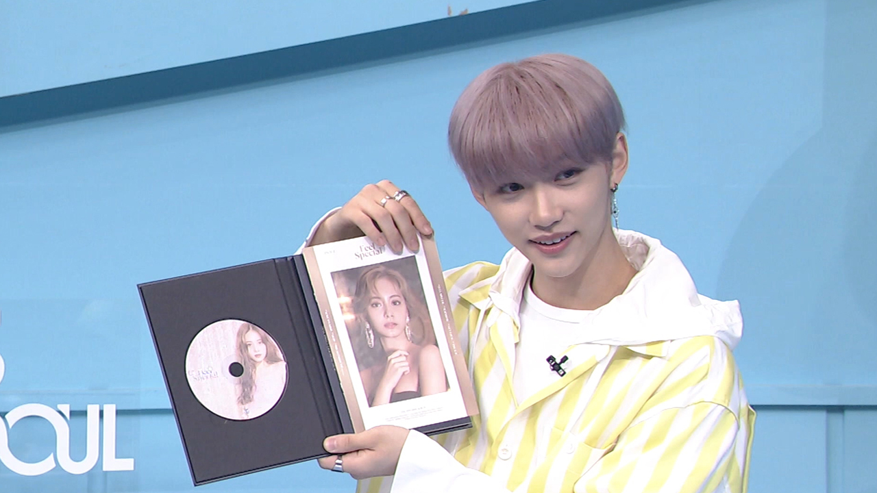 K-pop INSIDER : Felix's first-ever unboxing video: TWICE's <Feel Special>